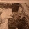 Eine ausgegrabene Latrine unter dem Besprechungsraum des heutigen Pfarrbüros